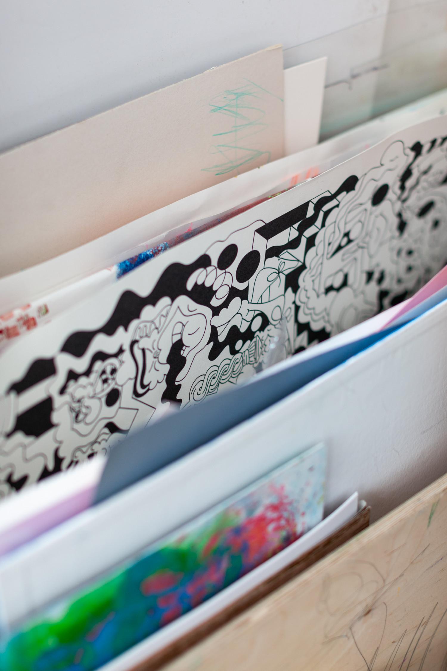 у меня есть огромная фанерная коробка на колесах для бумаги, там хранятся чистые листы и работы художников, которые я покупаю или обмениваюсь