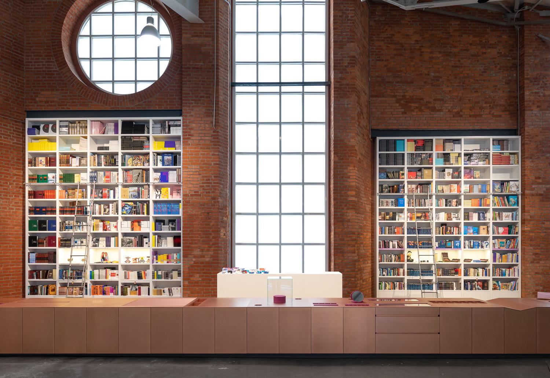 проект книжного магазина в Еврейском музее, фото: Илья Иванов